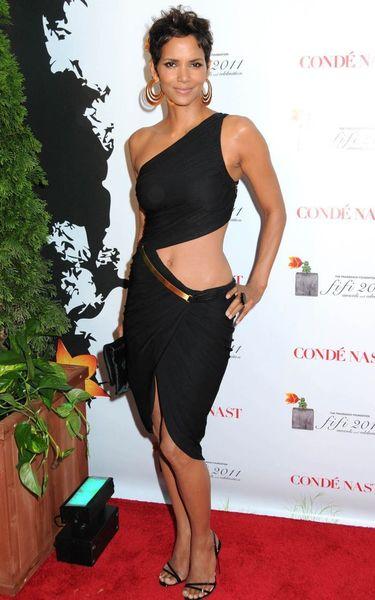 Холли Берри и ее идеальное тело  (6 фото)