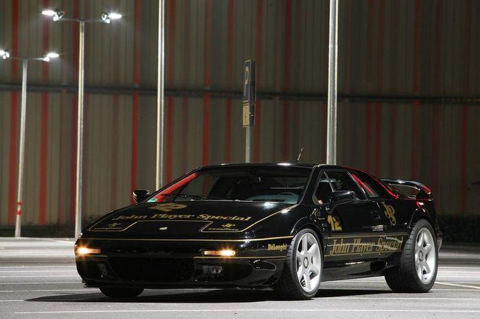 Тюнеры из Cam Shaft доработали Lotus Esprit Sport 350 (12 фото)