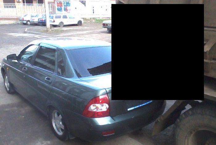 Не паркуйся на пути мусоровоза (4 фото)