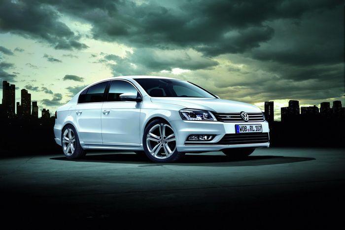 Volkswagen Passat получил версию R-Line (11 фото)