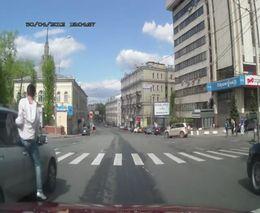 Бегущий из окна пассажир