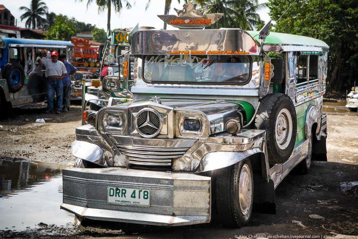 Военный джип превратился в простую филиппинскую маршрутку (50 фото)