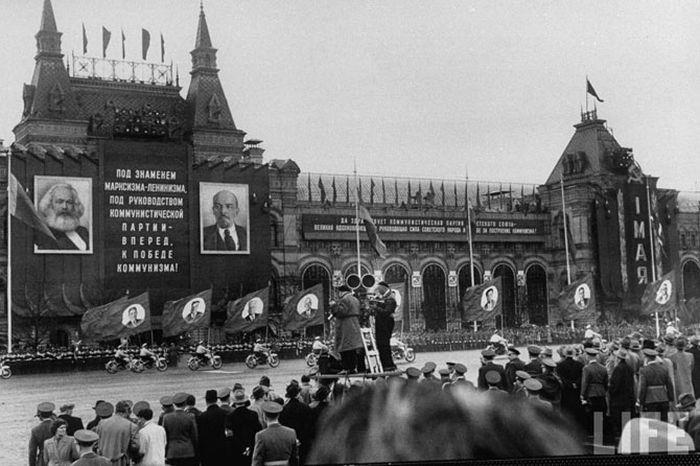 Как проходили майские праздники в Москве в 1958 году (24 фото)