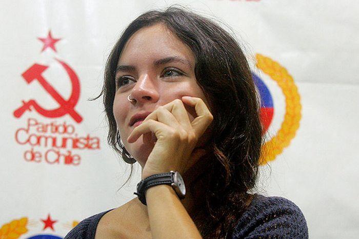 Камила Вальехо - красивая коммунистка (51 фото)
