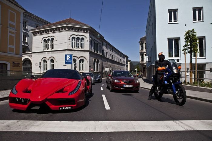 Австриец построил самый медленный Ferrari (26 фото+видео)