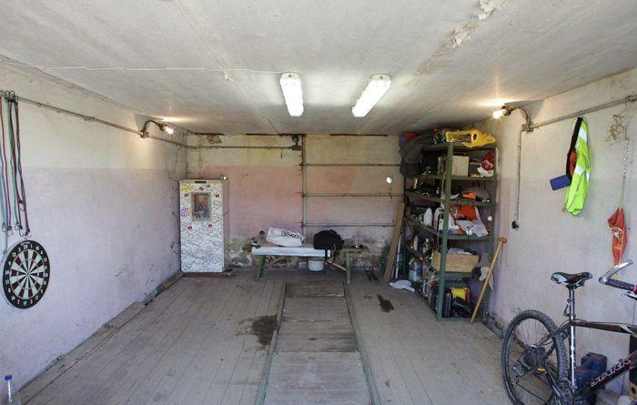 Обычный гараж приукрасили в стиле Road to hell (25 фото)