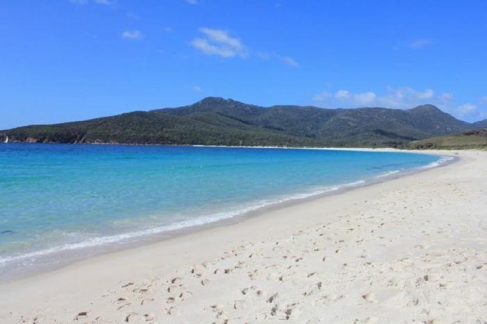 Wineglass - укромный пляж у берегов Австралии (8 фото)