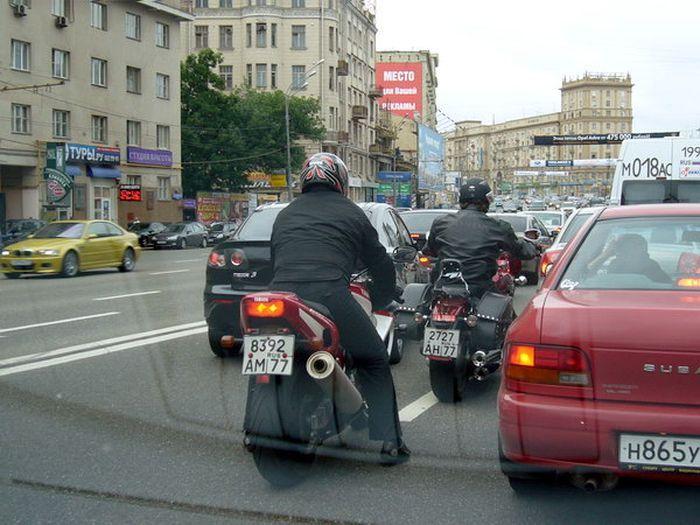 Почему мотоциклы ездят между рядов?! (5 фото+текст)