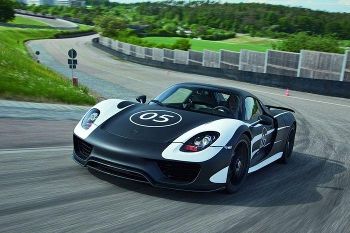 Подробности о новом гибридном Porsche 918 Spyder (13 фото)