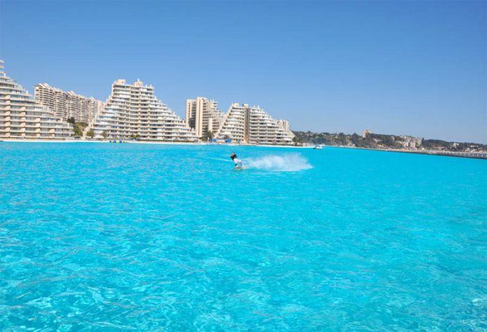 Самый большой бассейн построен в Чили (21 фото)