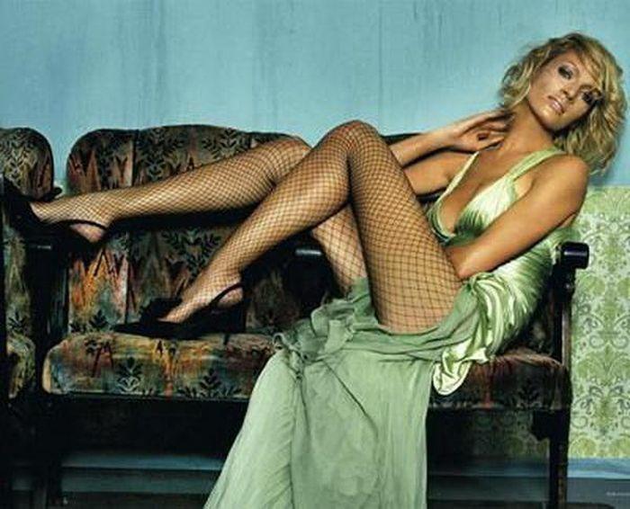 самая красивая девушка мира расставляет ноги