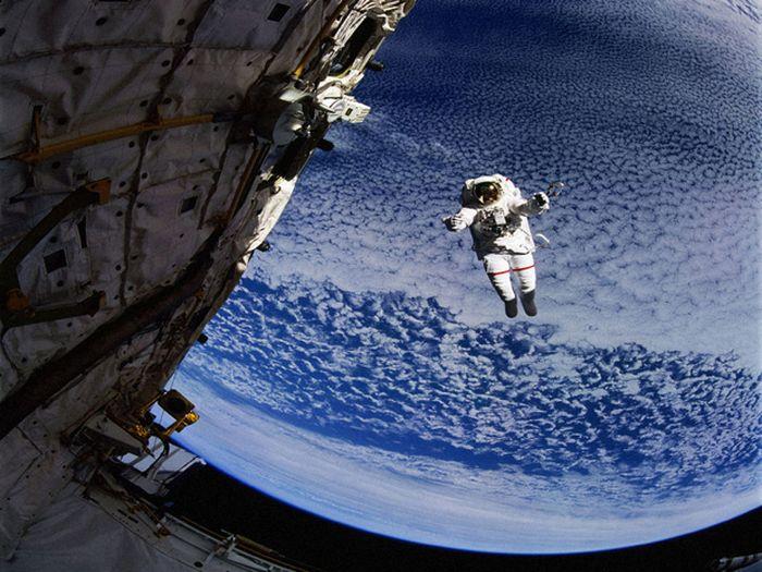 Что будет в открытом космосе с человеком без скафандра? (5 фото)