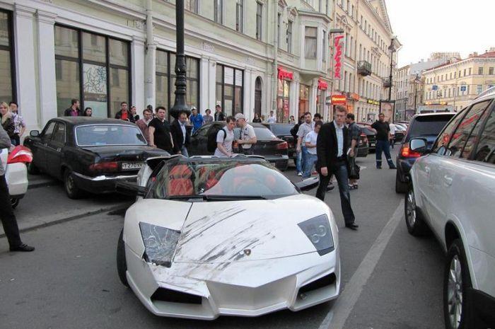 Лихач на Lamborghini устроил аварию в Санкт-Петербурге (8 фото)