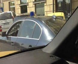 Машина Михаила Борщевского нарушает ПДД