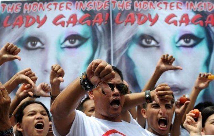 Филиппинцы против Леди Гаги (15 фото)