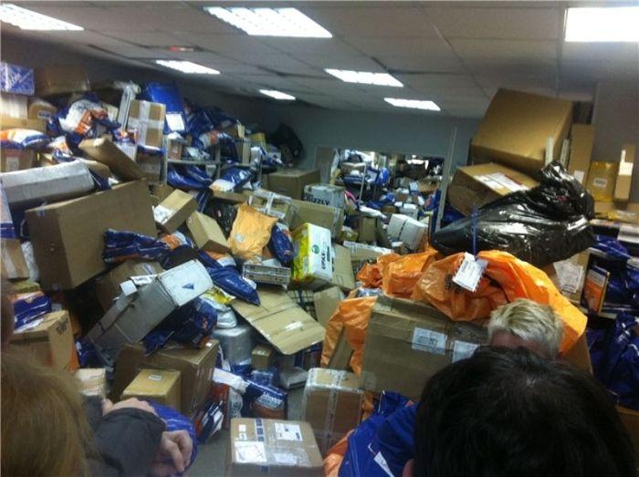 Думаете, что это какой-то заброшенный склад? (2 фото)
