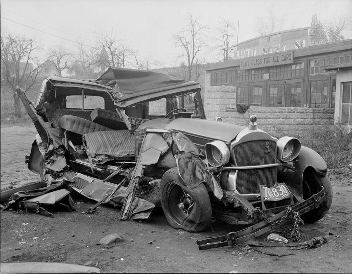 Автомобильные ретро-аварии. Часть 2 (37 фото)