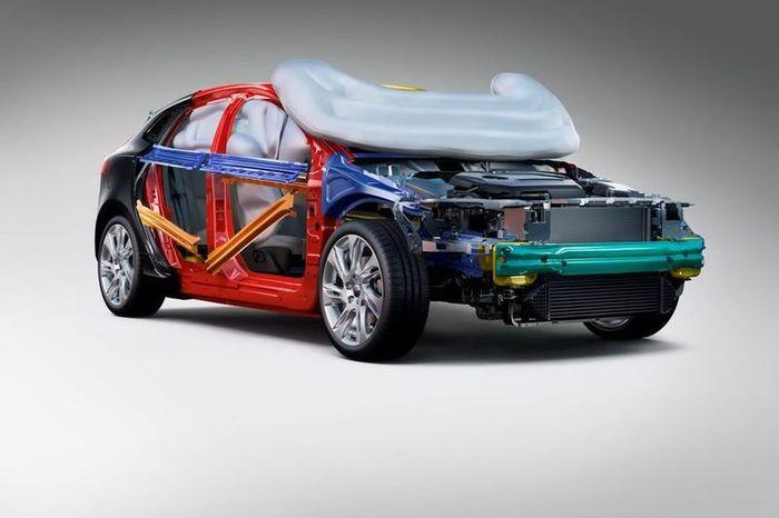 Компания Volvo сообщила подробности о новой подушке безопасности (2 фото+2 видео)