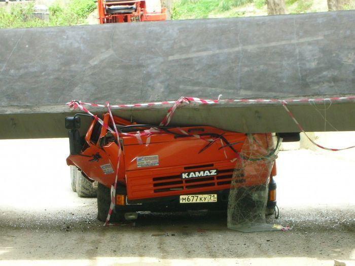 Страшная авария манипулятора Камаза в Сочи (25 фото)