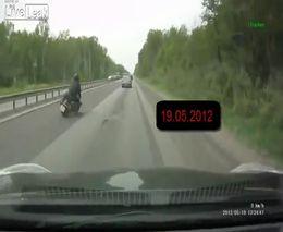 Мотоциклист потерял управление на срезанном асфальте