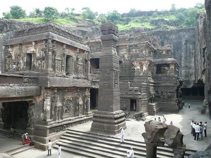 Эллора – пещерные храмы Индии (25 фото)