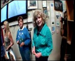80-летняя бабуля чуть не разбилась в парном прыжке с парашюта
