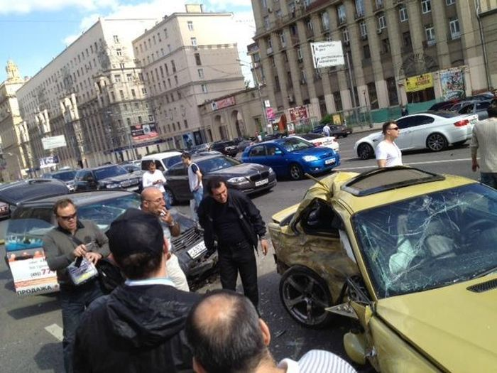 Серьезная авария на Кутузовстком проспекте из 4-х машин (5 фото+видео)