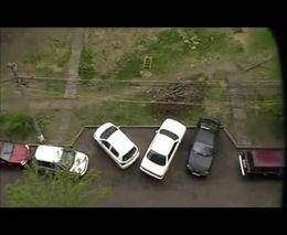 Парень феерично выезжает с парковки