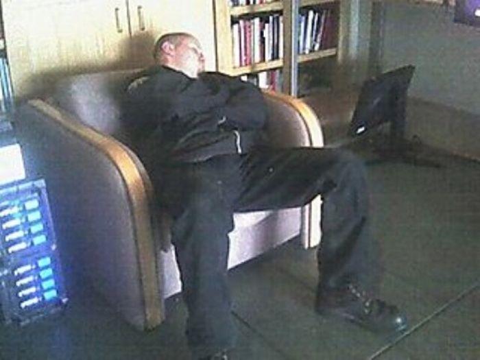 конструкция смешные русские охранники после сна фото солнечном свете