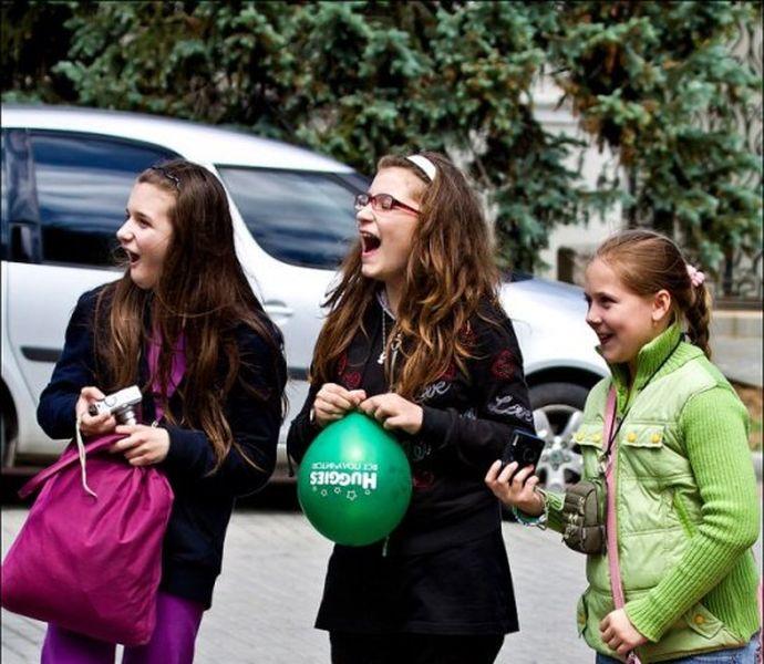 Девочка с зубочисткой (3 фото)