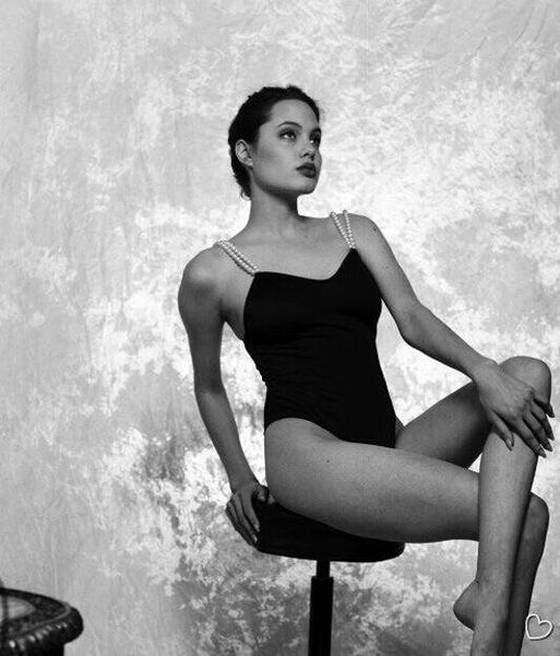 16-летняя Анджелина Джоли (27 фото)