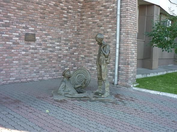 Фанни фото круто, люк, рабочие, статуя