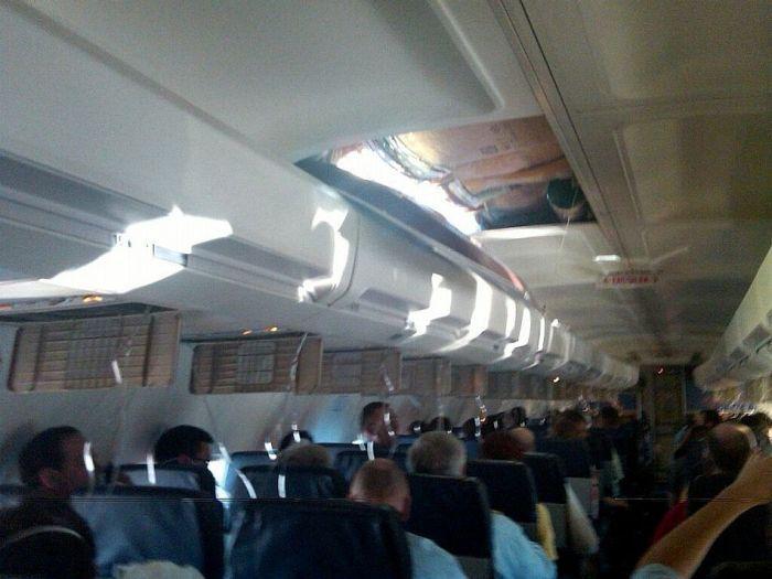 Пикантный фотоприкол люк, общественный транспо, прикол, самолет