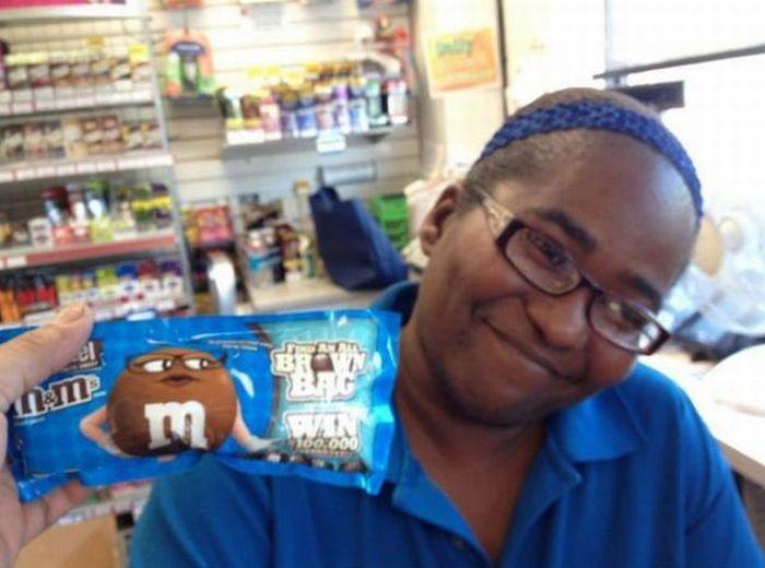 Зачетное фото девушка, конфеты, темнокожая
