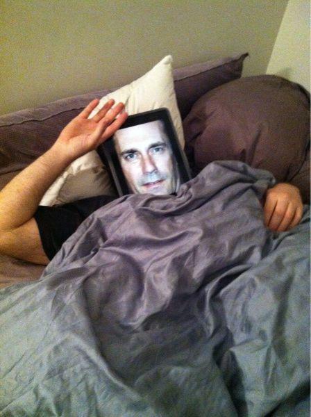 Связаный мужик на кровати