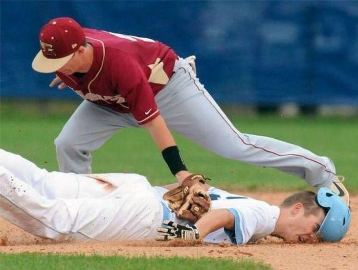 Бесплатный фотоприкол бейсбол, лицом в грязь, падение