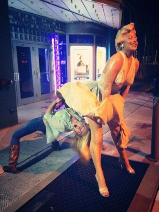 Юмор девушка, мерлин монро, скульптура, статуя