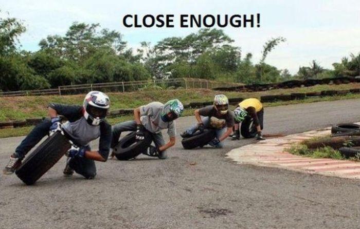 Фотоприкол онлайн мотоциклист, прикол, раскадровка, шина