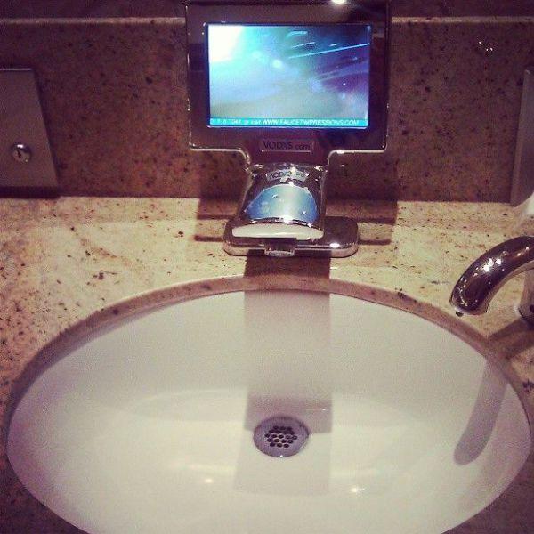 Фотоприкол ванная комната, раковина, экран