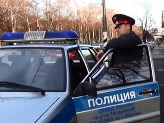 Полицейская машина на тротуаре