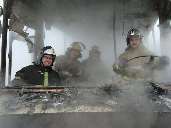 Юморные снимки от пожарных (2 фото)