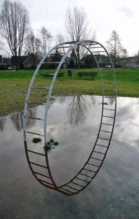 Улетное фото двор, лужа, отражение