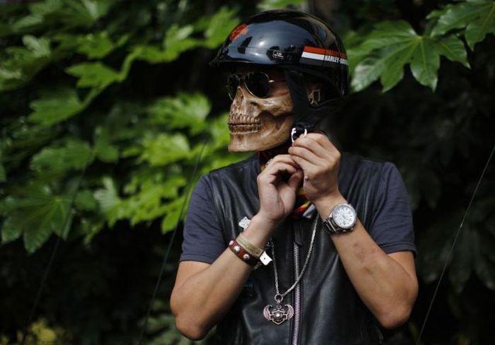Юмор кости, череп, шлем