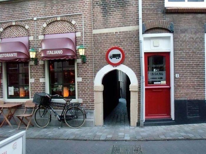 Смешной фотоприкол дорожный знак, прикол, ресторан