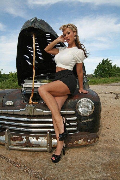 Фото машин с девушками голами фото 12-844