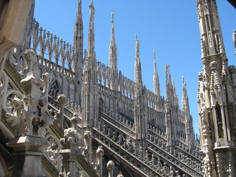 the history of gothic architecture in italy The gothic style as applied to cathedrals is usually divided into two variations: rayonnant gothic architecture (c1200-1350) and flamboyant gothic architecture (1375-1500) modern critics like john ruskin had a high opinion of the gothic style.