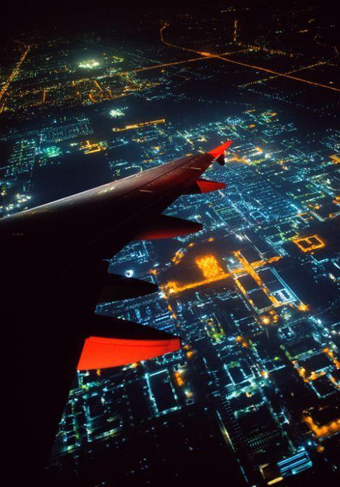 Юмор вид сверху, ночной город, с самолета