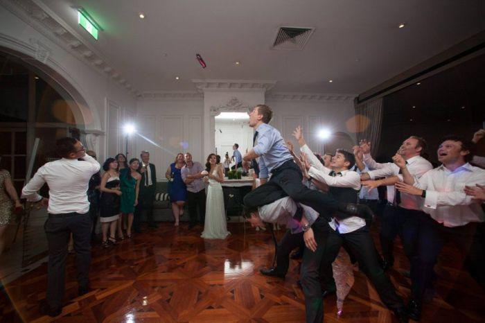 Новый фотоприкол муж, подвязка, прыжок, свадьба