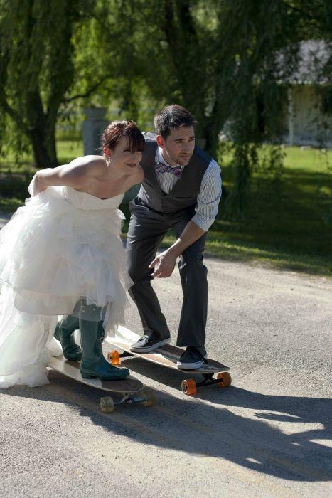 Фотоприкол дня пара, платье, свадьба, скейтборд