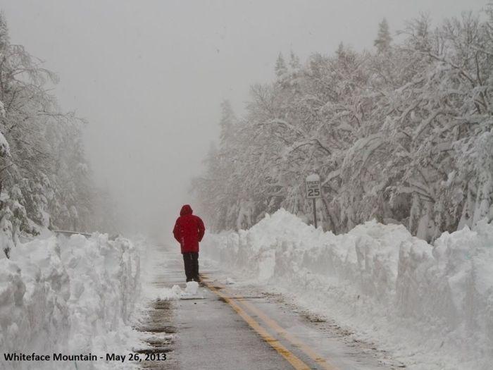 Юмор прикол зима, май, прикол, снег, сугробы